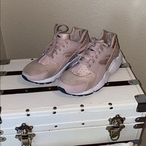 Nike huarache run girls